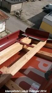 detail hrany střechy, klempířské práce Brno